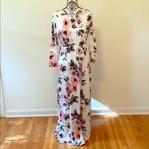 Quarter sleeve roushed dress in floral ❤️❤️❤️